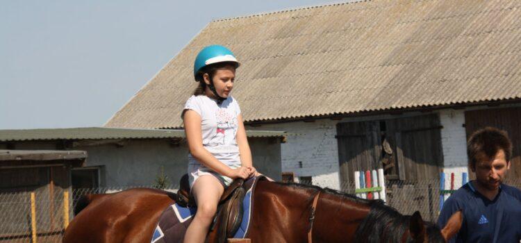 Zajęcia wakacyjne – nauka jazdy konnej